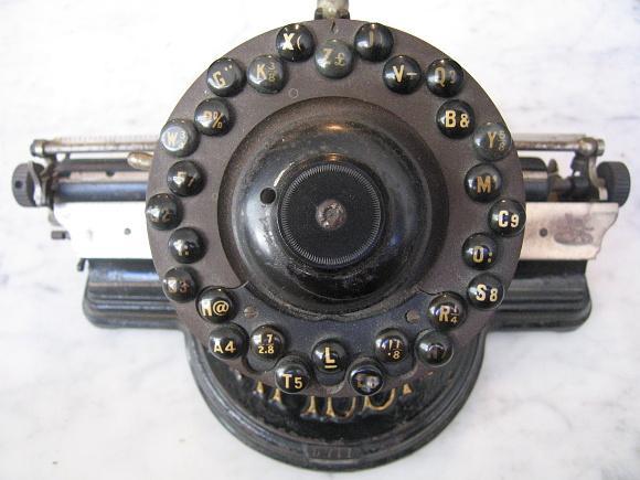 2007 Schreibmaschine Lambert mit @-Zeichen
